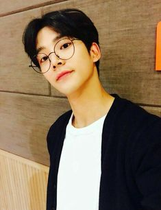 rowoon, and kpop image Korean Boys Ulzzang, Cute Korean Boys, Ulzzang Boy, Korean Men, Asian Boys, Asian Men, Korean Girl, Beautiful Boys, Pretty Boys