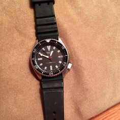 Vintage Seiko scuba diving watch REDUCED Men's scuba diving watch.   Black urethane band.    Good for 150 ft. Diving.   Self-winding watch.   I purchased this in 1990 and it was used for about 6 months.   Has been sitting a drawer ever since.  Still works perfectly. Seiko Accessories Watches