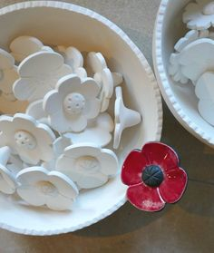 3 Daisies Bright ceramic flowers daisy style by BronsCerami Clay Art Projects, Ceramics Projects, Ceramic Birds, Ceramic Flowers, Porcelain Clay, Ceramic Clay, Slab Pottery, Ceramic Pottery, Diy Clay