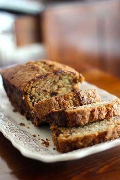 """""""Outra vez bolo de Courgete?!"""", foi a exclamação do Miguel ao perguntar-me de que era o bolo que via na bancada da cozinha. Sim, outra v..."""