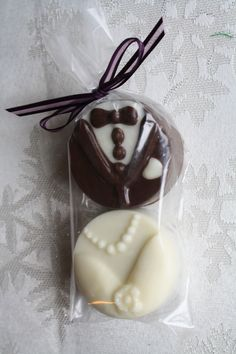 Unique wedding favors to offer your guests: Wine stoppers, personalized favors, and more. Shop for affordable favors and boxes; Cheap Favors, Wedding Favors Cheap, Wedding Candy, Cute Cookies, Oreo Cookies, Cupcake Cookies, Party Desserts, Wedding Desserts, Cheap Chocolate