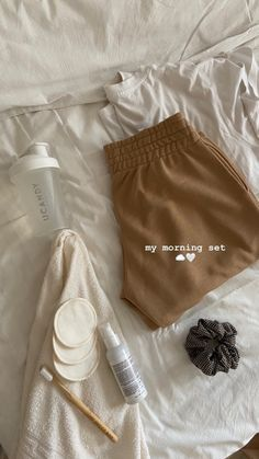 Cream Aesthetic, Brown Aesthetic, Creative Instagram Stories, Instagram Story Ideas, Urbane Fotografie, Mode Outfits, Fashion Outfits, Fashion Tips, Look Girl
