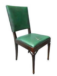 CADEIRA VERT - Cadeira de couro verde e base marrom. Usada na sala de reuniões. Alt. 91 cm, Larg. 43 cm, Prof. 50 cm