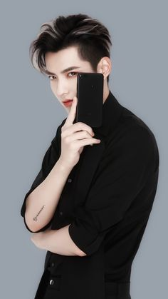 kris wu / if you look at me like that, be sure I'll buy that damn phone or whatever you want me to, boy<<<😂😂😂😂 Kyungsoo, Chanyeol, Kris Exo, Wu Yi Fan, Kim Minseok, Sweet Guys, Stylish Boys, Kpop, Yixing