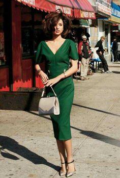 Hvordan du velger sko til grønn kjole outfits Pretty dress! Green Fashion, Look Fashion, Retro Fashion, Vintage Fashion, Womens Fashion, Vogue Fashion, Victorian Fashion, Trendy Fashion, Fashion Ideas