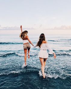 Beach summer pictures, sister beach pictures, cute friend pictures, c Sister Beach Pictures, Cute Beach Pictures, Cute Friend Pictures, Beach Photos, Cute Bestfriend Pictures, Beach Instagram Pictures, Best Instagram Photos, Friends Instagram, Insta Pictures