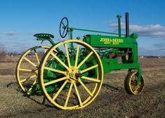 JohnDeer always looks so good! I love this tractor.