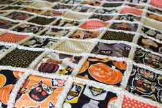 Get ready to snuggle up this fall with a beginner-friendly rag quilt that will keep you comfy and cozy all autumn. This Perfect Fall Rag Quilt Tutorial shows you how to easily create a soft and warm rag quilt using cotton, fleece, and flannel. Halloween Quilt Patterns, Halloween Sewing Projects, Rag Quilt Patterns, Halloween Quilts, Sewing Patterns Free, Free Sewing, Halloween Stuff, Halloween Ideas, Flannel Rag Quilts