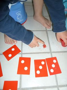 Teaching Counting with Board Game (Age 3 - 7, for 2 - 4 players)