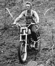 STEVE McQUEEN still riding a high powered motorcycle off road with no shirt! Triumph Motorcycles, Vintage Motorcycles, Steve Mcqueen Motorcycle, Steeve Mac Queen, Steve Mcqueen Style, Enduro, Scrambler, Hollywood, Star Wars