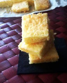 Bizcocho glaseado de limón http://frivolidadesdelkioscodelparque.blogspot.com.es/2014/10/bizcocho-glaseado-de-limon.html