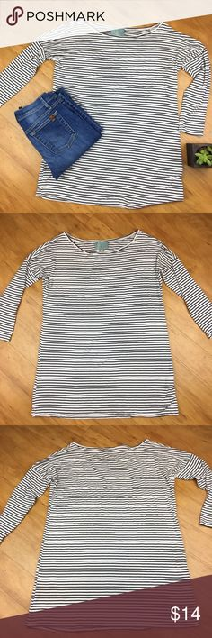 Skies are Blue Black & White Striped Top Skies are Blue black and white striped top. Size extra small. Fits over size, should also fit size small as well. Approximate measurements flat laid are 28' long, 19' bust, 20' sleeve. GUC with no major flaws. Very soft and stretchy top. ❌No trades ❌ Modeling ❌No PayPal or off Posh transactions ❤️ I 💕Bundles ❤️Reasonable Offers PLEASE ❤️ Skies Are Blue Tops Tees - Short Sleeve