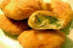 Aceste pateuri delicioase sunt perfecte pentru perioada de post, deoarece se prepară foarte rapid și cu ingrediente banale care sunt la îndemâna oricui. Aluatul este atât de simplu, încât poate fi gătit și de gospodinele fără prea multă experiență în bucătărie. Pentru un plus de aromă și savoare, este recomandabil să prăjiți pateurile în ulei, … Georgian Food, Kefir, Bagel, Baked Potato, Favorite Recipes, Vegan, Cooking, Ethnic Recipes, Breads