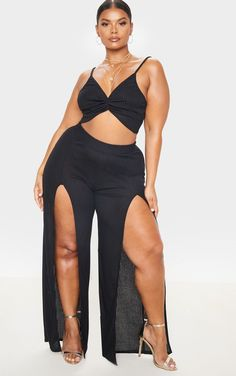 Plus Black Textured Split Detail Wide Leg Pants We are obsessing over these dreamy pants to complete your look. Featuring a black textured rib. Thick Girl Fashion, Curvy Women Fashion, Plus Size Fashion, Womens Fashion, Black Wide Leg Trousers, Cropped Trousers, Plus Zise, Slacks For Women, Plus Size Beauty