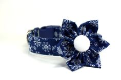 Blue and White Snowflake Dog Collar and Flower Set / Holiday Collar and Flower Set - pinned by pin4etsy.com