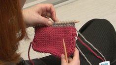 Vous aimez tricoter ? Avez-vous déjà tricoté des rayures sans avoir coupé le fil ? En général, lorsque vous réaliser un tricot avec des rayures de couleur différentes, vous avez tendance à couper le fil à chaque fois que vous changez de couleur. Sachez qu'avec des rayures de 4 à 8 rangs, vous pouvez changer de couleur sans couper votre fil. Dans cette vidéo, Carine de la boutique Lil Weasel (lilweasel.fr) vous explique comment tricoter des rayures sans couper les fils. Il vous suffit de ...