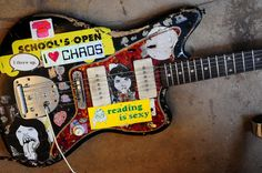 "Hey, it's Sarah Utter's ""Reading is Sexy"" icon on Thurston's Fender Jazzmaster"