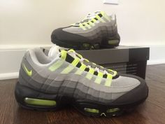 WORN ONCE Nike Air Max 95 OG Neon Sz 8.5 Retro Black Volt Ash Green Yellow 2015