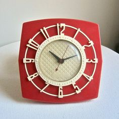 Had one like this in the kitchen. It was yellow. Probably the first electric clock we had.