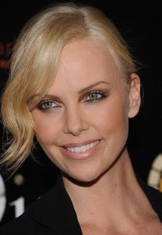 Makeup Charlize Theron