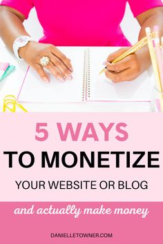 5 important things to focus on when trying to monetize your blog! How you can make money even with a small blog. Work From Home Business, Work From Home Moms, Online Business, Make More Money, Make Money Blogging, Make Money Online, Social Media Digital Marketing, Your Website, Pinterest Marketing