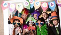 Te enseñamos a hacer un photocall para una fiesta de adultos. Sirve para animar…