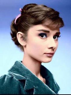 My Vintage Dream: Photo Audrey Hepburn Mode, Audrey Hepburn Photos, Audrey Hepburn Hairstyles, Audrey Hepburn Makeup, Vintage Hollywood, Classic Hollywood, Divas, Classic Beauty, Beautiful Eyes