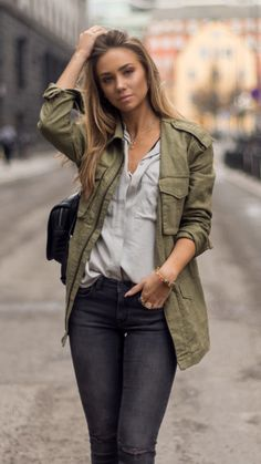 Lisa Olsson khaki army shirt jacket denim grey blue outfit street chic fashion style