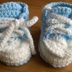 Petite baskets bleu en laine 6 mois
