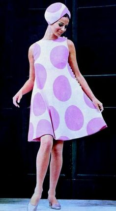 1967 Lavender Polka dot dress and matching hat by Rocco Barocco. Now here's an Easter look! 60s And 70s Fashion, 60 Fashion, Fashion History, Fashion Photo, Retro Fashion, Vintage Fashion, Vintage Wear, Vintage Dresses, Retro Outfits