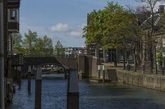 https://flic.kr/p/iDwknd | Pottenkade-Lange Geldersekade, Dordrecht | Dit gedeelte van de haven is met de hand gegraven in 1284 This part of the Canal is dug by hand in the year 1284