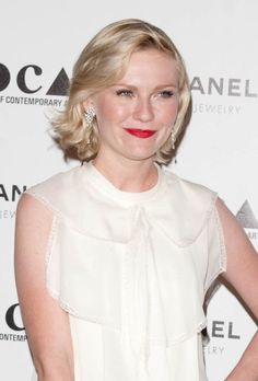 Kirsten Dunsts blonde, medium-length hairstyle
