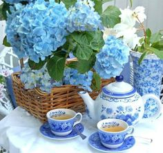 love blue and white! Blue And White China, Blue Hydrangea, Hydrangeas, Blue Flowers, Chocolate Pots, Shabby Vintage, Garden Gates, Afternoon Tea, Shades Of Blue