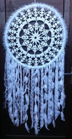 Discover recipes, home ideas, style inspiration and other ideas to try. Grand Dream Catcher, Making Dream Catchers, Dream Catcher Mobile, Dream Catcher White, Large Dream Catcher, Dream Catcher Boho, Dreamcatcher Crochet, Crochet Mandala, Hobbies And Crafts