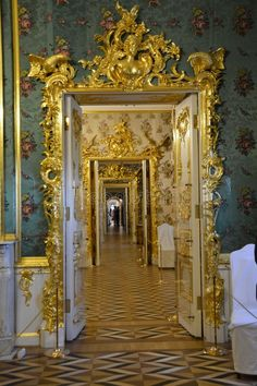 Russia Culture, Peterhof Palace, Palace Interior, Peter The Great, St Petersburg Russia, Summer Palace, Oikawa, Beautiful Interiors, Absolutely Stunning