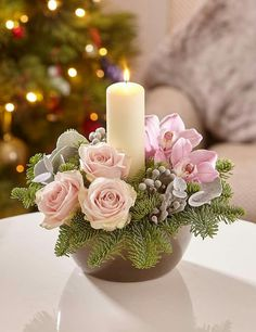For a white and chic Christmas at home - HomeCNB Candle Arrangements, Christmas Flower Arrangements, Christmas Flowers, Winter Flowers, Pink Christmas, Floral Centerpieces, Floral Arrangements, Christmas Wreaths, Christmas Crafts