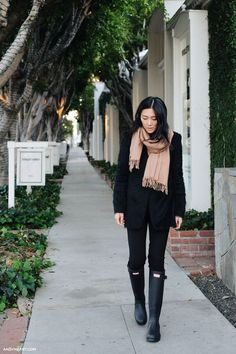 By Natasha Alexandrou We rounded up 10 fail-safe blogger looks that will keep you warm and cozy on even the chilliest days of fall. Look 1 Camel Coat + Chunky Knit + Distressed Denim View the Origina
