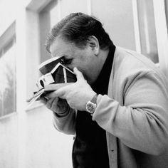 και μαζί σου τ' άστρα μετράμε .Manos Hadjidakis is perhaps modern Greece's greatest composer and songwriter who helped usher in a new era of Greek music elevating the earthiest strains of Greek folk and popular song into respected art forms.