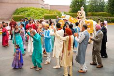 The groom's traditional baraat before the ceremony (Daniel Taylor Photography)
