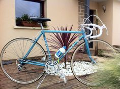 Image Velo Vintage, Vintage Cycles, Classic Road Bike, Bicycle, Spaces, Image, Bicycles, Color, Bicycle Kick