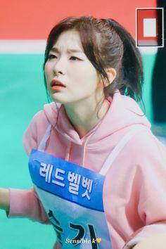Red Velvet Photoshoot, Gfriend Sowon, Kang Seulgi, Red Velvet Seulgi, Bare Bears, Yoona, Funny Faces, Face Claims, Falling In Love