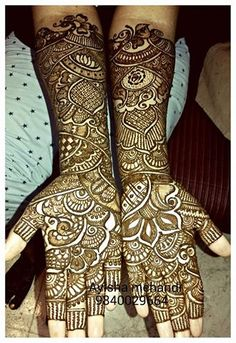 Get Mehndi artist from Marriagecolours.com