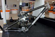 Robot Bike R160: 3D titanium lugs, carbon fiber and full geo customization