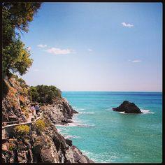 #monterosso #monterossoalmare #cinqueterre #5terre #italia #italy #nature #sea #ocean #sky #sun #beautiful #instagramers #igersitalia #instagood #igers #webstagram - @cassiaelisa- #webstagram