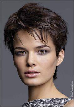 16 best Pixie Haircuts images on Pinterest | Feminine pixie cuts ... | Einfache Frisuren