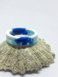 Ein persönlicher Favorit aus meinem Etsy-Shop https://www.etsy.com/de/listing/545812571/einzigartiger-harz-ring-blue-ocean
