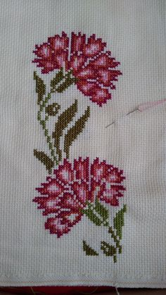 This Pin was discovered by SEV 123 Cross Stitch, Cross Stitch Pillow, Cross Stitch Borders, Cross Stitch Flowers, Cross Stitch Designs, Cross Stitching, Cross Stitch Embroidery, Embroidery Patterns, Hand Embroidery