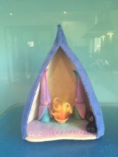 WINTER GNOME CAVE ***Cosy Winter Gnome Cave with 2 gnomes , 2 crystals and a little fire***Pure Wool Felt***Steiner Toys***Seasonal Table***