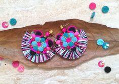 Beautiful and originál tassel earrings in pretty colour combination. Heart Earrings, Tassel Earrings, Jewelery, Pretty, Flowers, Handmade, Color, Jewelry, Jewels