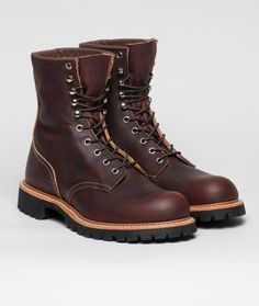 One of the meanest Red Wing boots around, this supple leather work boot means serious business. Features chrome eyelets and speed hooks for a quick lace up, the leather upper sits on top of a hard wearing Vibram commando sole.